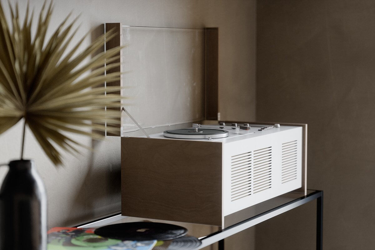 Studio Apartment in Berlin Kreuzberg-living-room-vinyl records player